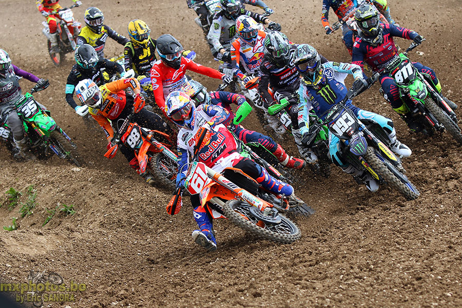 Start MX2 Qualifying
